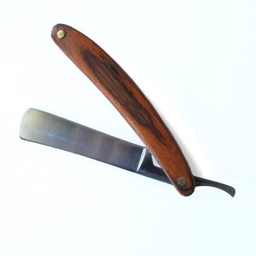 Riktig rakkniv med träskaft