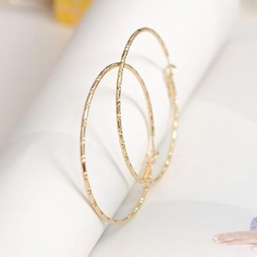 Örhängen - Stora ringar i guld 6 cm