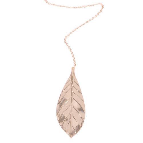Långt halsband i guld med lövhänge