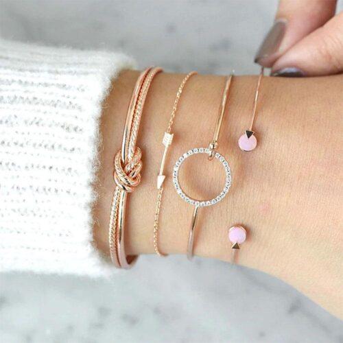 Smyckesset - Mixade armband i guld 4 st