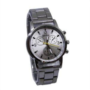 Enkel silverfärgad klocka i rostfritt stål